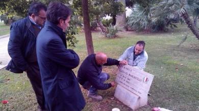 """Marchitelli, riparata la targa rotta -    Foto     """"Solo un errore, nessun atto vandalico"""""""
