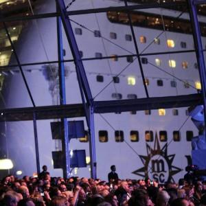 """La rotta dei profughi in prima classe, sbarcano a Bari dalla nave crociera: """"Vogliamo asilo"""""""