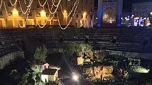 Il presepe riplende  in piazza a Lecce fiato sospeso per il ratto  di Gesù Bambino -  Foto    di CHIARA SPAGNOLO