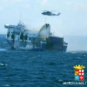 Norman, rientra la San Giorgio con oltre 200 naufraghi. A Brindisi anche il traghetto della tragedia