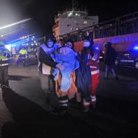 Gallipoli, lo sbarco dei migranti lasciati alla deriva