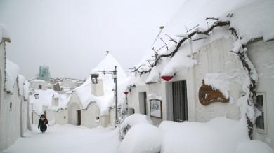"""La neve imbianca la Puglia una """"valanga"""" di foto dai lettori:     1    -  2    -  3    -  4        Foto   :    I disagi    -    I primi fiocchi    -   In regione"""