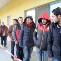 Migranti su cargo alla deriva, arrestati comandante e altri tre scafisti