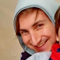 """""""Pedofilo, fai schifo"""": calci e sputi al presidente Arcigay Taranto"""