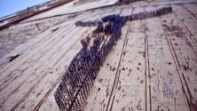Duemila chiodi  per il Cristo di Barletta  la street art  provoca ancora -  Foto
