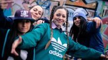 Bigodini e hip hop per raccontare Molfetta  il videoclip  di Comagatte