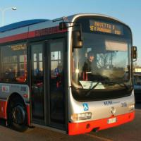 Anziani gratis sull'autobus, ma occhio all'orologio: durante gli orari di