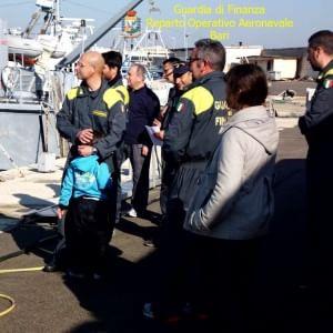 Sbarcano migranti sulle coste del Salento, arrestati due scafisti albanesi
