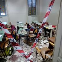 Ostuni, intonaco si stacca dal soffitto: crollo nell'aula della scuola elementare