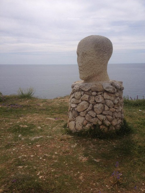 Il trionfo del kitsch nelle piazze di Puglia. I monumenti più brutti nelle segnalazioni dei lettori