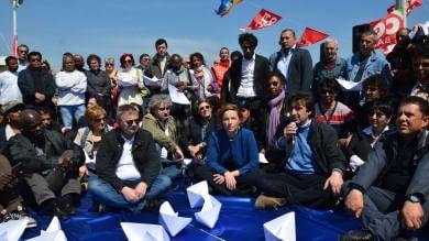 Primo maggio a Bari con flash mob  e le testimonianze dei migranti /   Foto