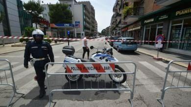 Puzza di gas a Bari, via Fanelli chiusa -  Ft  scatta la psicosi, caccia alla fuga di metano