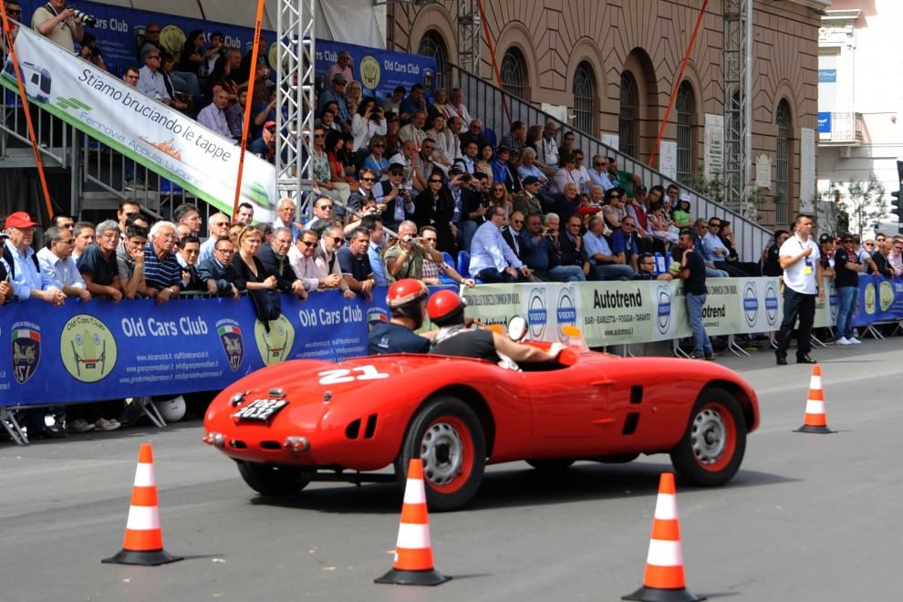 Al Gran premio d'epoca  in festa ventimila baresi        Foto   e        Video