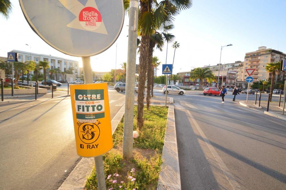 Bari, manifesti selvaggi sui cassonetti: Amiu contro Fitto