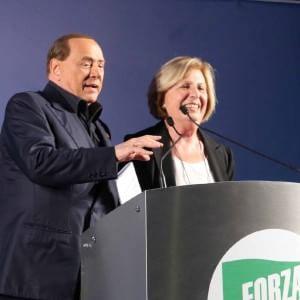 """Berlusconi all'attacco nella Lecce di Fitto: """"Traditore"""". E l'ex pupillo: """"E' fuori dalla realtà"""""""