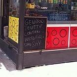 """Lecce, il cartello  del barista nella Giornata anti omofobia """"Allontanate i figli dai gay"""""""
