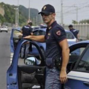 Taranto, le divise estive non arrivano: i poliziotti ...