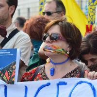 Bari, i prof col bavaglio per il flashmob contro Renzi
