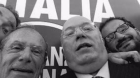"""Regionali Puglia, il diario elettorale    Storace (Fdi) lancia una nuova moda il """"neroselfie"""" con il candidato Schittulli   a cura di GIANVITO RUTIGLIANO"""