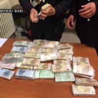 Bari, arrivano i carabinieri e getta 620mila euro dalla finestra: denunciato per...