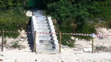 Salento, spunta una scala abusiva  sulla spiaggia di Punta Prosciutto