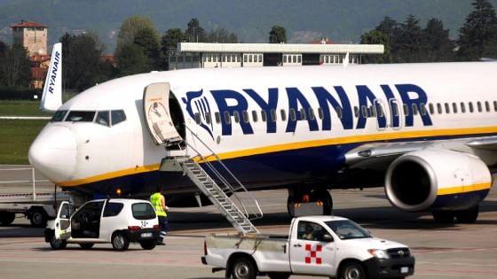 """""""Trenta milioni di euro a Ryanair senza gara"""": dubbi della Procura su Aeroporti di Puglia"""