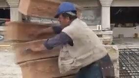 Regionali Puglia, il diario elettorale    Il candidato-muratore spacca tutto Lo spot trash di Laborante (Realtà Italia)   a cura di GIANVITO RUTIGLIANO