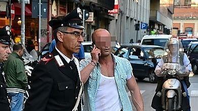 Video  Bari, rissa in centro: spacciatore  ferisce un carabiniere in borghese