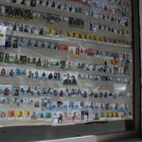 Trani, in vetrina la collezione dei santini elettorali