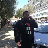 Lecce, il panettiere costretto a chiudere per la crisi regala pane e focacce in piazza
