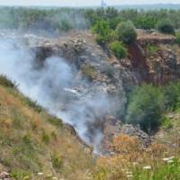 Trani, psicosi Terra dei fuochi: nuvole di fumo dalla discarica abusiva. Scattano i controlli