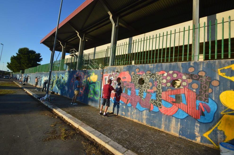 Street art a Bari, i writers colorano lo stadio