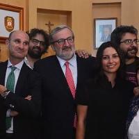Regione Puglia, il neogovernatore Emiliano nomina la compagna come addetta stampa