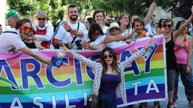 """Foto  """"Stesso amore, gli stessi diritti"""" In tremila a Foggia per il Puglia Pride"""
