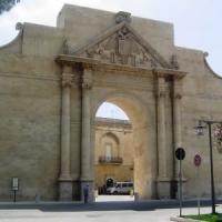 Lecce, sesso orale in pieno giorno nella villa comunale: un 77enne e una
