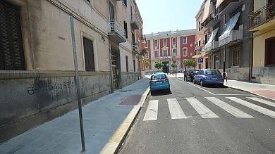 Bari, i residenti cancellano con la vernice le strisce pedonali per non pagare le multe