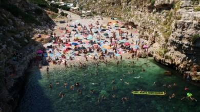 Foto  'No alle trivelle', l'invasione di Greenpeace a Polignano a Mare