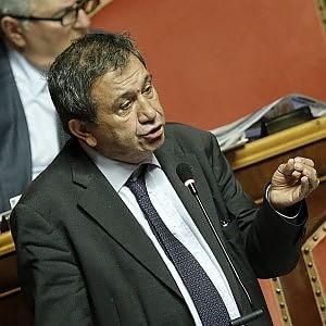 Il Senato salva Azzollini (Ncd) dall'arresto, in aula esplode la protesta di Lega e 5 Stelle