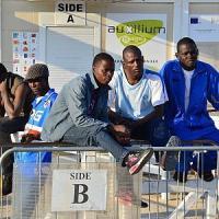 """Bari, le reazioni dei migranti all'offerta di lavoro del sindaco: """"Pronti ad aiutare la..."""