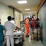 Bari, sanità al collasso  tutto esaurito e pazienti  in barella in tre ospedali