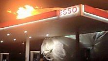 Acquaviva, la mongolfiera  in fiamme sul distributore