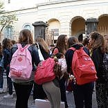 """Scuola, la rabbia dei docenti  dopo le e-mail del Miur  """"Trattati come pacchi postali"""""""