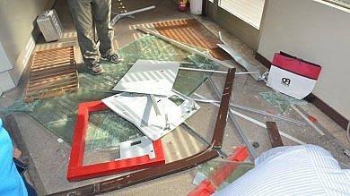 Bari, rapina all'ospedale di Venere   foto    portano via il bancomat con una gru