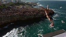 Campioni di 'cliff diving' tuffi in mare da 27 metri