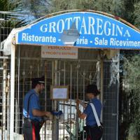 Bari, incendiato il ristorante abbandonato Grotta Regina