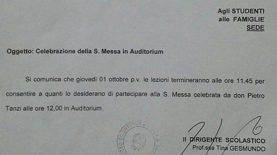 Bari, la preside del liceo sospende le lezioni per la messa. Scatta l'interrogazione parlamentare