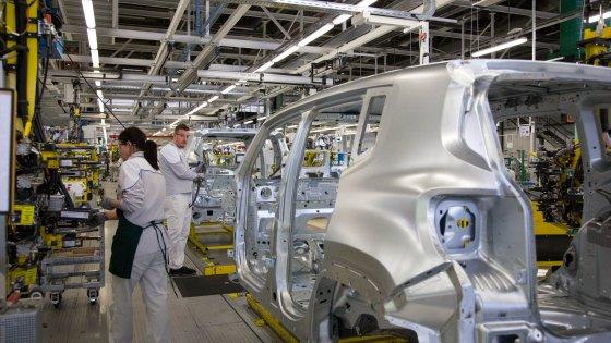 Fiat, la battaglia delle operaie contro le tute bianche