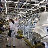 Fiat, la battaglia delle operaie contro le tute bianche: