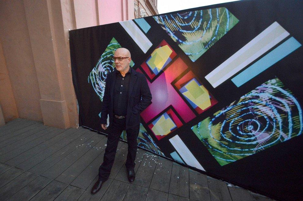 Brian Eno porta in mostra a Bari i suoi colori del rock