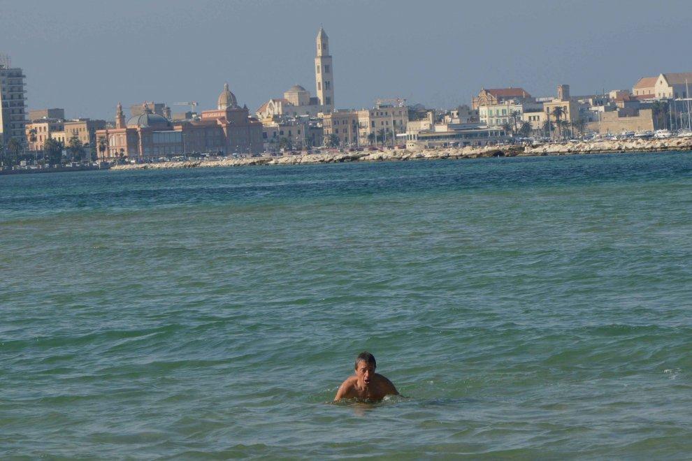 Bari 20 a novembre in citt si fa ancora il bagno 1 for Ibiza a maggio si fa il bagno